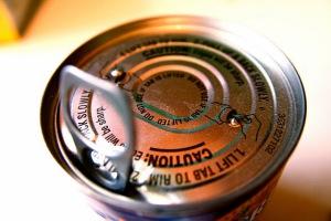 El recubrimiento interior de las latas también puede contener Bisfenol A / Imagen Steven Depolo (CC)